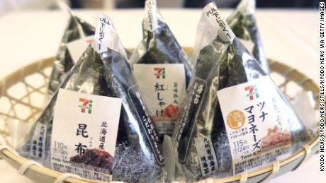 & # 39; Onigiri & # 39; oder Reisbällchen, die von der Supermarktkette Seven-Eleven Japan Co. verkauft werden.