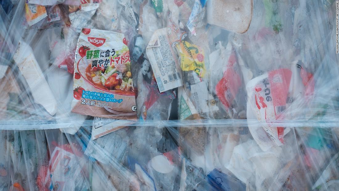 Japan hat gerade eine Gebühr für Plastiktüten angekündigt. Aber wird das seine Besessenheit von Plastik stoppen?