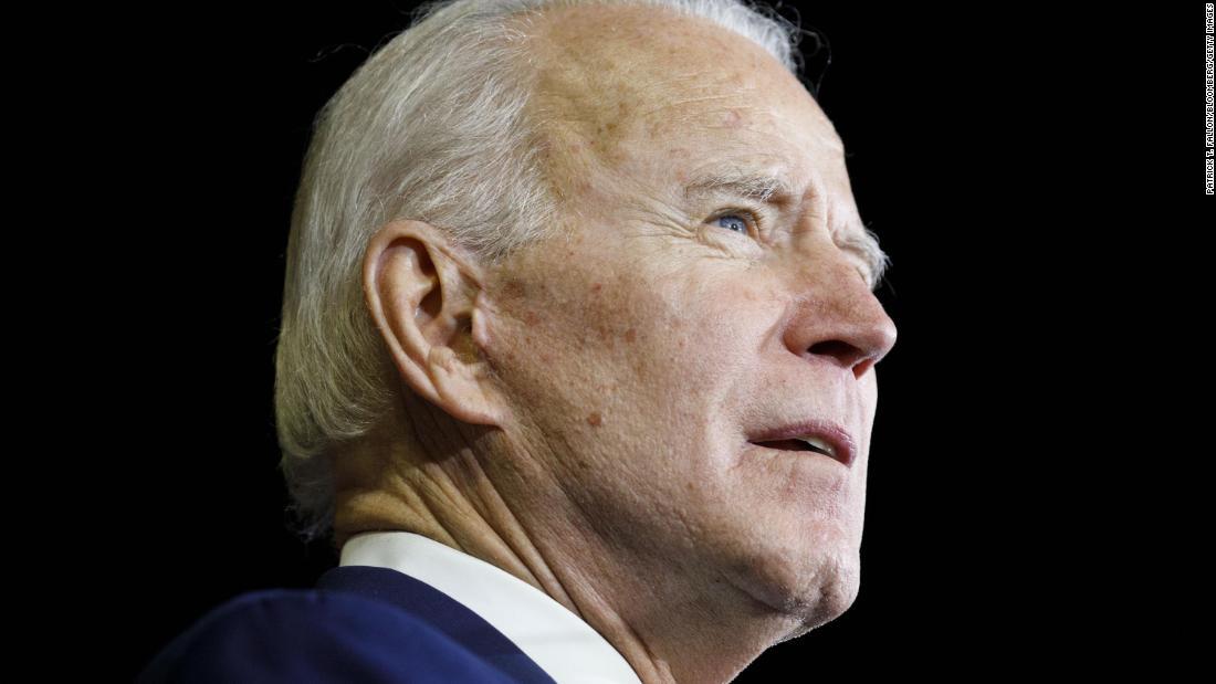 Joe Biden schränkt seine VP-Liste ein, und Karen Bass tritt als eine von mehreren Hauptkonkurrenten auf