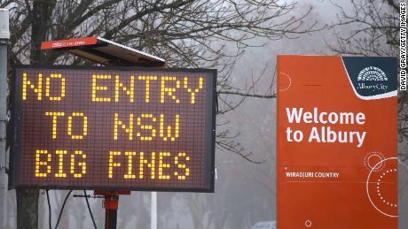 In der Grenzstadt Albury in New South Wales, Victoria, wird am 7. Juli ein Zeichen für die Nichteinreise angezeigt.