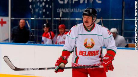 & # 39; Lieber im Stehen sterben als auf den Knien leben & # 39; sagt der belarussische Präsident Alexander Lukaschenko beim Eishockeyspiel