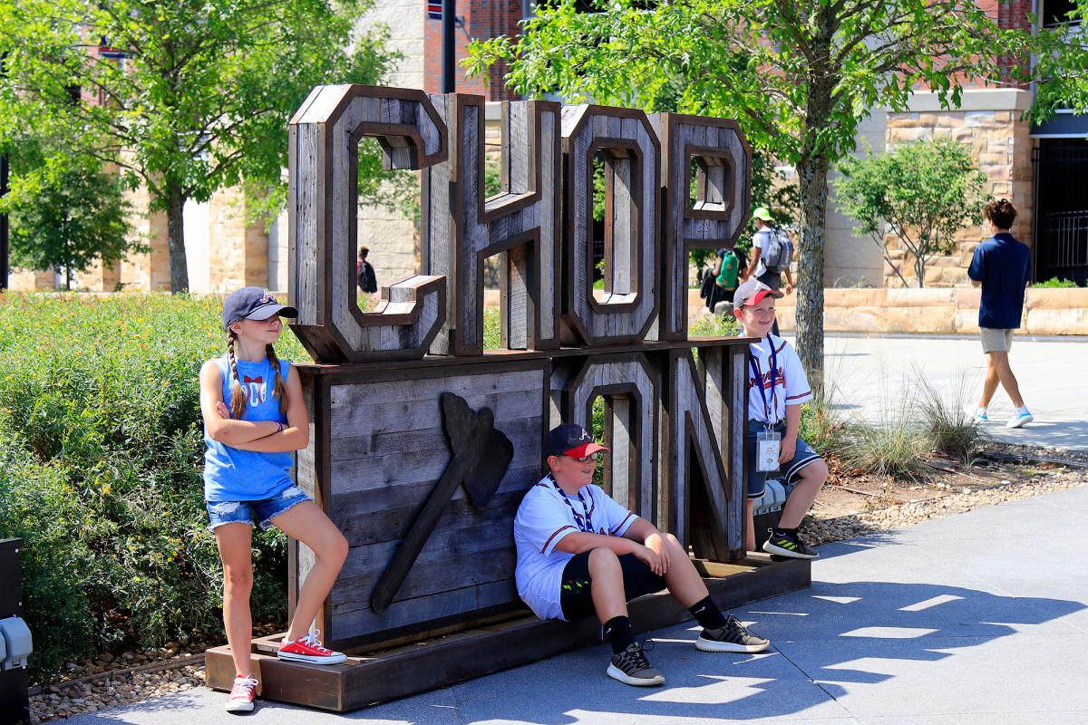 """Braves entfernen die """"Chop On"""" -Skulptur aus dem Stadion"""