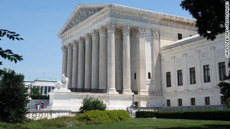 John Roberts tritt mit Liberalen am Obersten Gerichtshof zusammen, um das umstrittene Abtreibungsgesetz von Louisiana zu blockieren