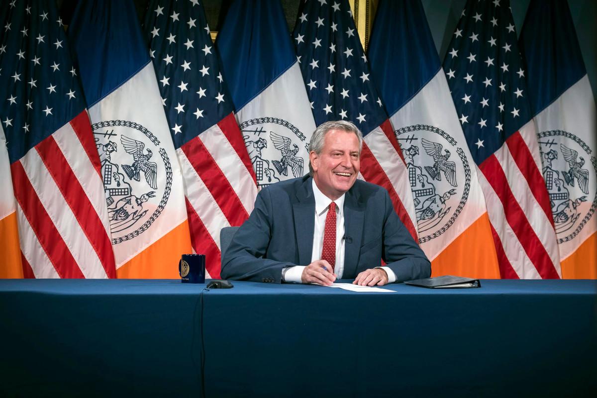 Bürgermeister de Blasio schwört erneut, gegen die Obdachlosenlager in Manhattan vorzugehen