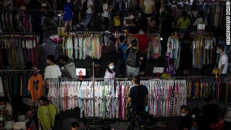 Können weitere Millionen Straßenverkäufer China vor einer Beschäftigungskrise retten? Peking scheint gespalten zu sein