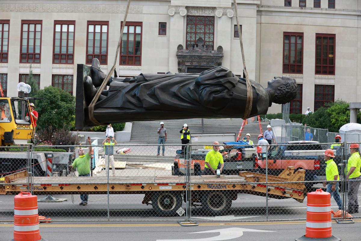 Christopher Columbus Statue vor dem Columbus City Hall entfernt