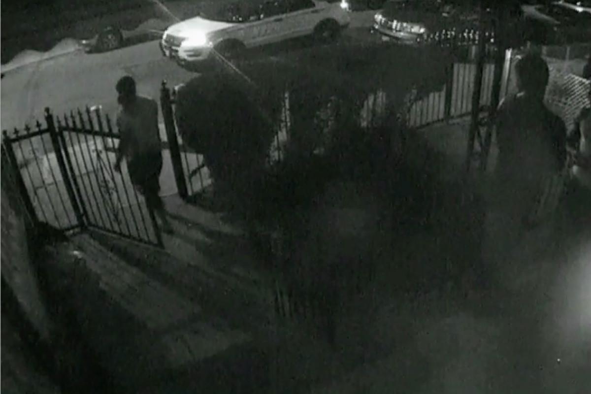 Cops sollen einen Mann aus Queens vor seinem Kleinkind geschlagen und beschimpft haben