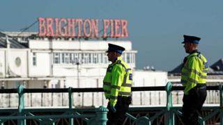 Polizei auf Patrouille am Brighton Pier