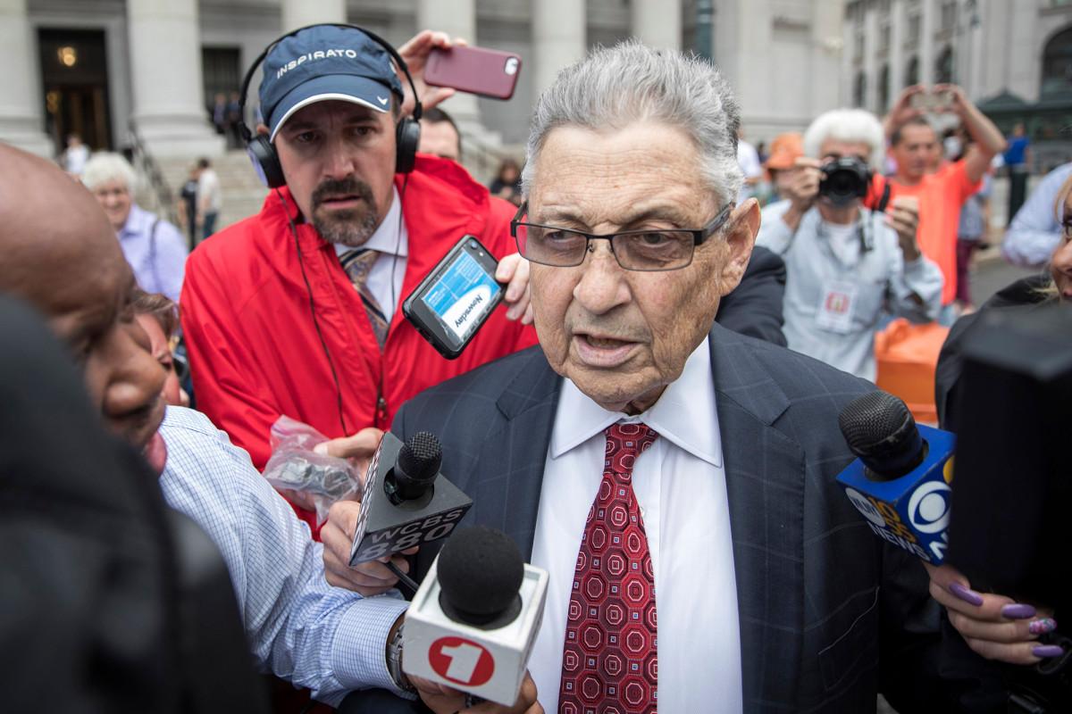 Der beschämte Ex-Versammlungssprecher Sheldon Silver wird am Montag verurteilt