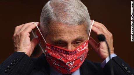 Inmitten des Anstiegs des Coronavirus fordern die Gesundheitsbehörden die Menschen auf, Masken als Symbol des Respekts zu tragen