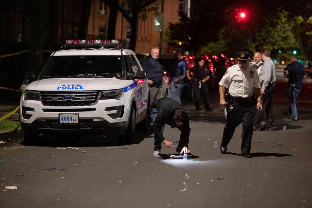 Einjähriger Junge unter vier Menschen wurde vor dem Brooklyn Park erschossen