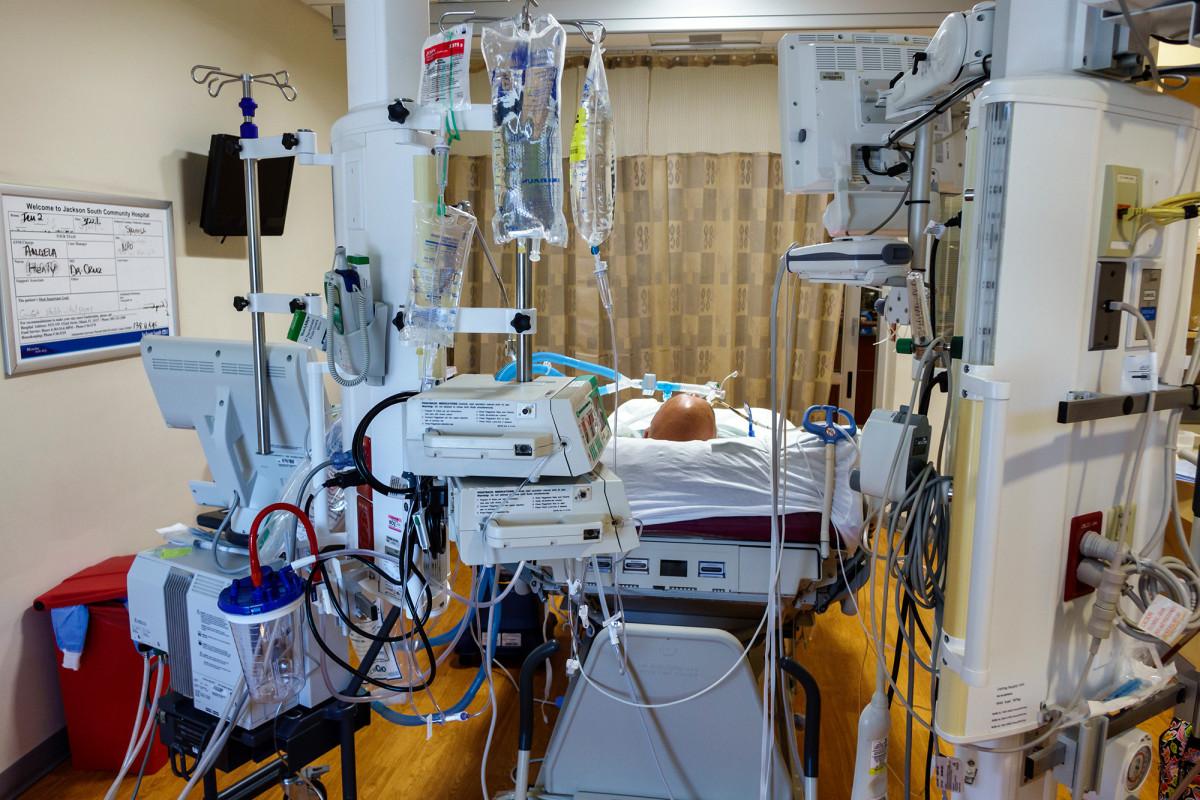 Intensivstationen in Florida erreichen ihre Kapazität, da Coronavirus-Fälle in die Höhe schnellen