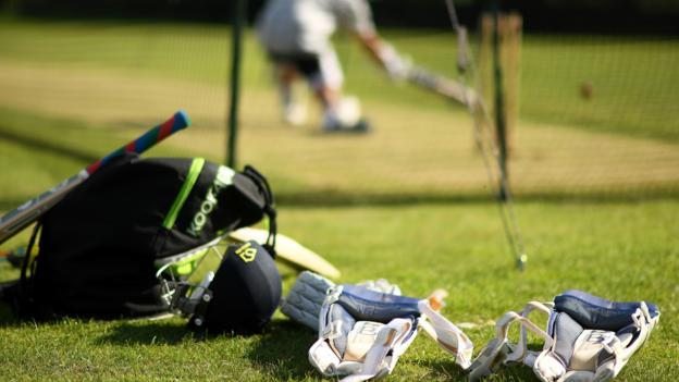 Laut Boris Johnson kann Freizeit-Cricket aufgrund des Risikos von Tee und Umkleidekabine nicht wieder aufgenommen werden