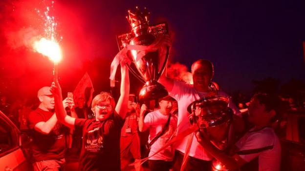 Liverpool holt nach Chelsea-Besuch die Premier League-Trophäe auf dem Kop
