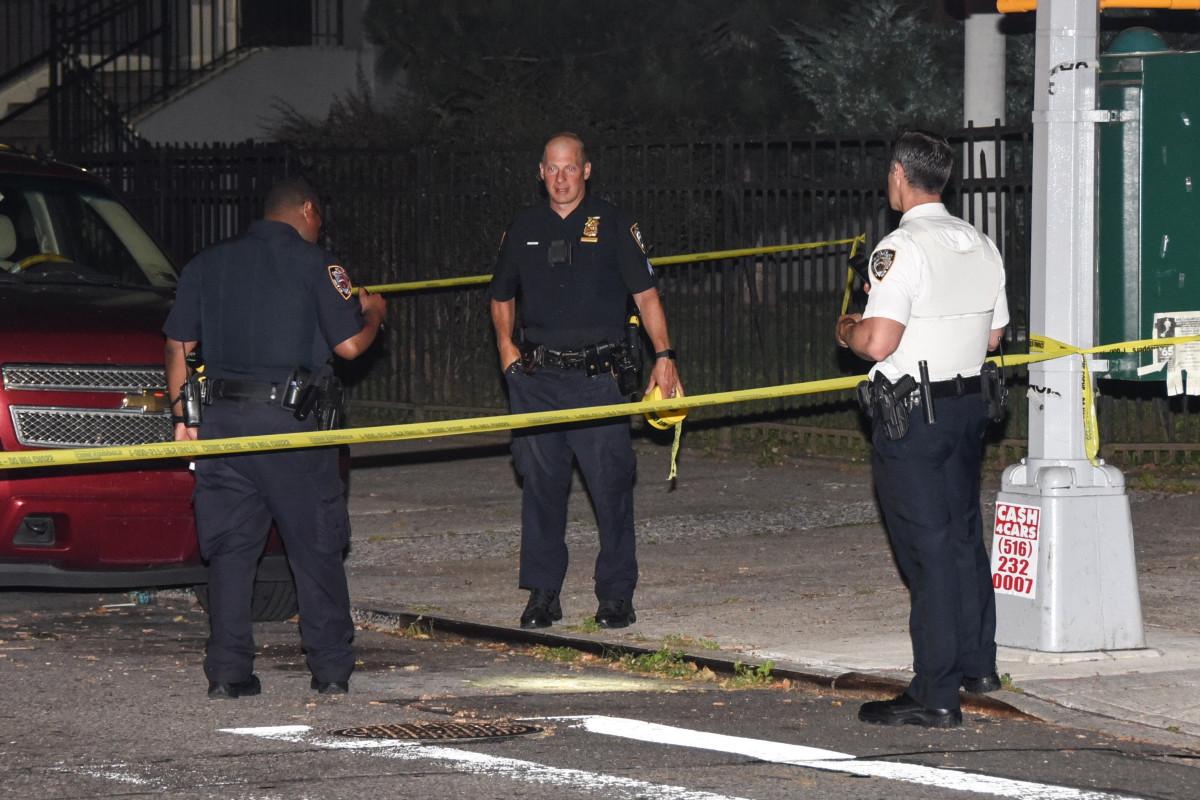 Mann erstach in NYC, wo de Blasio NYPD Reformgesetze unterzeichnete