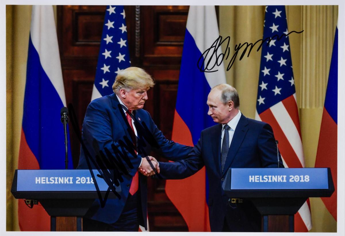 Nur bekanntes gemeinsam signiertes Bild von Wladimir Putin und Donald Trump kostet 32.500 US-Dollar