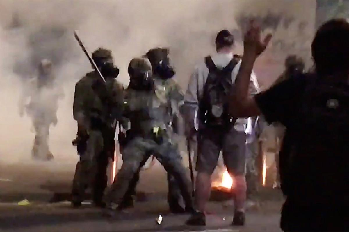 Portland-Demonstrant geschlagen, vergast von Agenten, die reden wollten