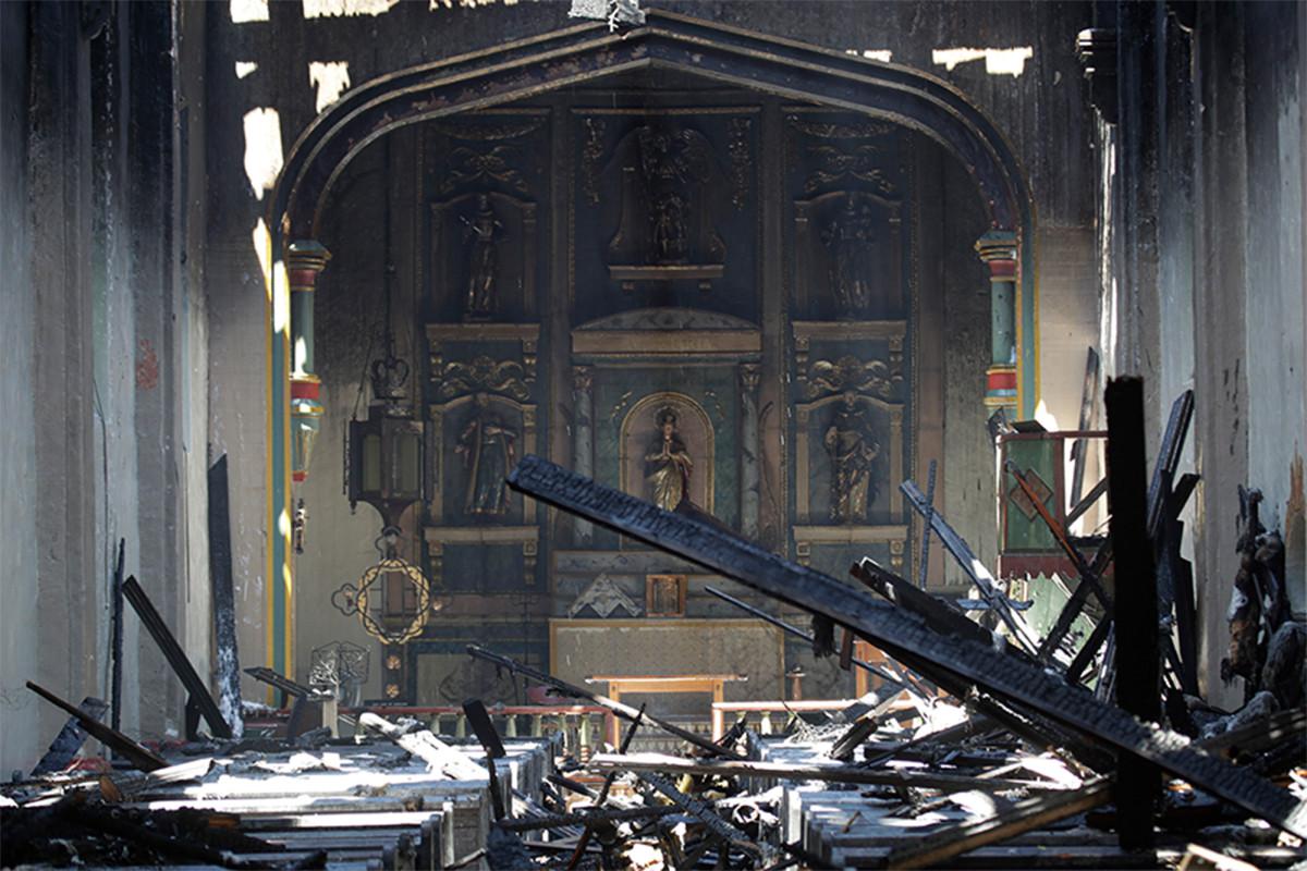San Gabriel Mission im Feuer am frühen Morgen zerstört