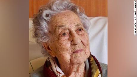Der 113-jährige Spanier spricht nach dem Überleben des Coronavirus