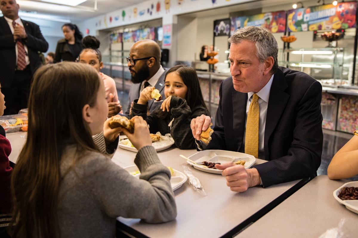 Warum der Plan zur Wiedereröffnung der Schule in NYC Schüler und Lehrer scheitert