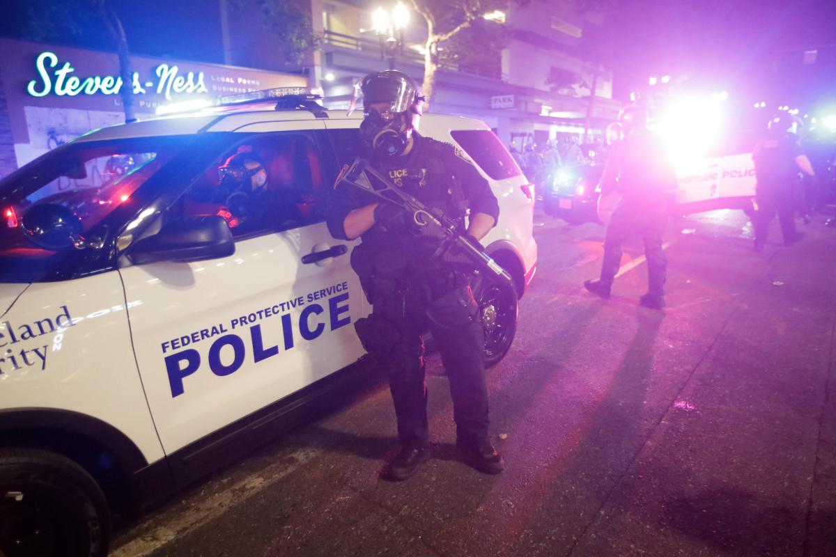 Zwei Personen wurden verhaftet, nachdem in der Nähe des Protestgeländes von Portland Schüsse abgefeuert wurden