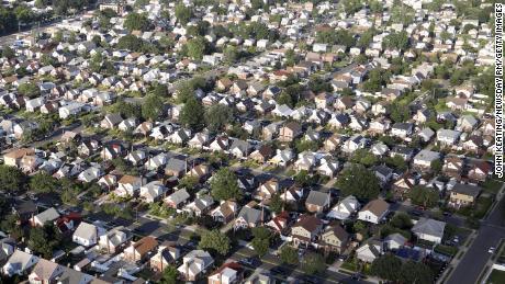 Ein Vorort in Elmont, New York. Trotz der Gesetze gegen Diskriminierung im Wohnungsbau bleiben viele amerikanische Städte rassistisch getrennt.