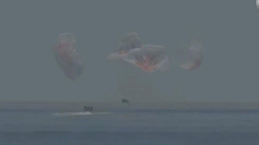 NASA-Astronauten spritzen nach der historischen SpaceX-Mission