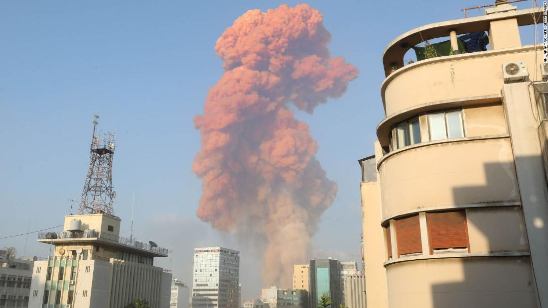 Explosion in Beirut: Große Explosion in der Nähe des Hafens erschüttert die libanesische Hauptstadt