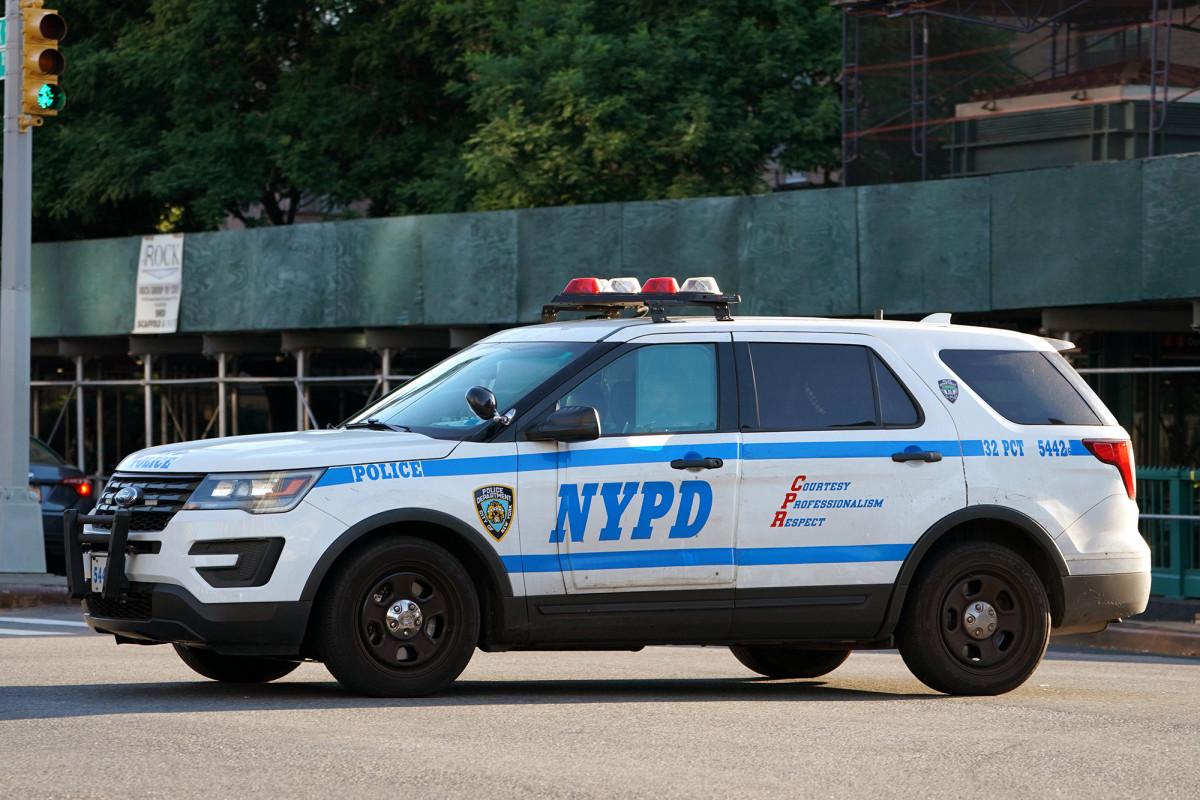 NYPD bittet Zivilisten, sich freiwillig für die COVID-19-Kontrollpunkte von de Blasio zu melden