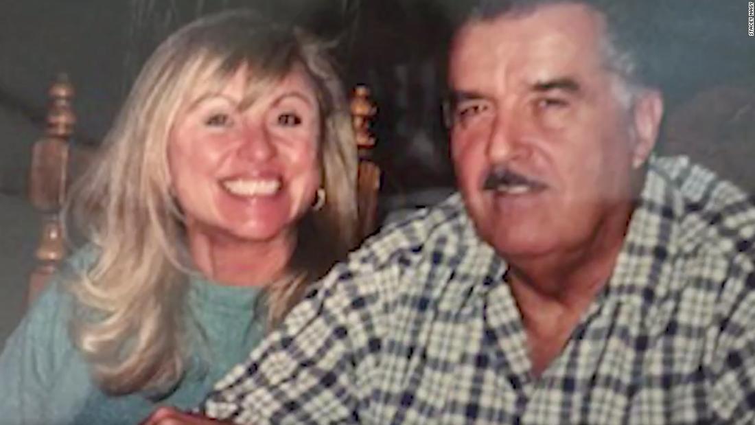 """Stacey Nagys Nachruf auf ihren verstorbenen Ehemann David verurteilt Trump und Menschen, die keine Masken tragen: """"Möge Karma euch alle finden."""""""
