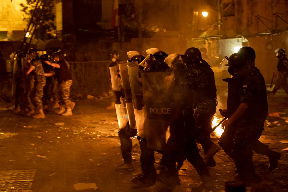 In Beirut brodelnde Proteste gegen die Regierung nach der Explosion des Hafens