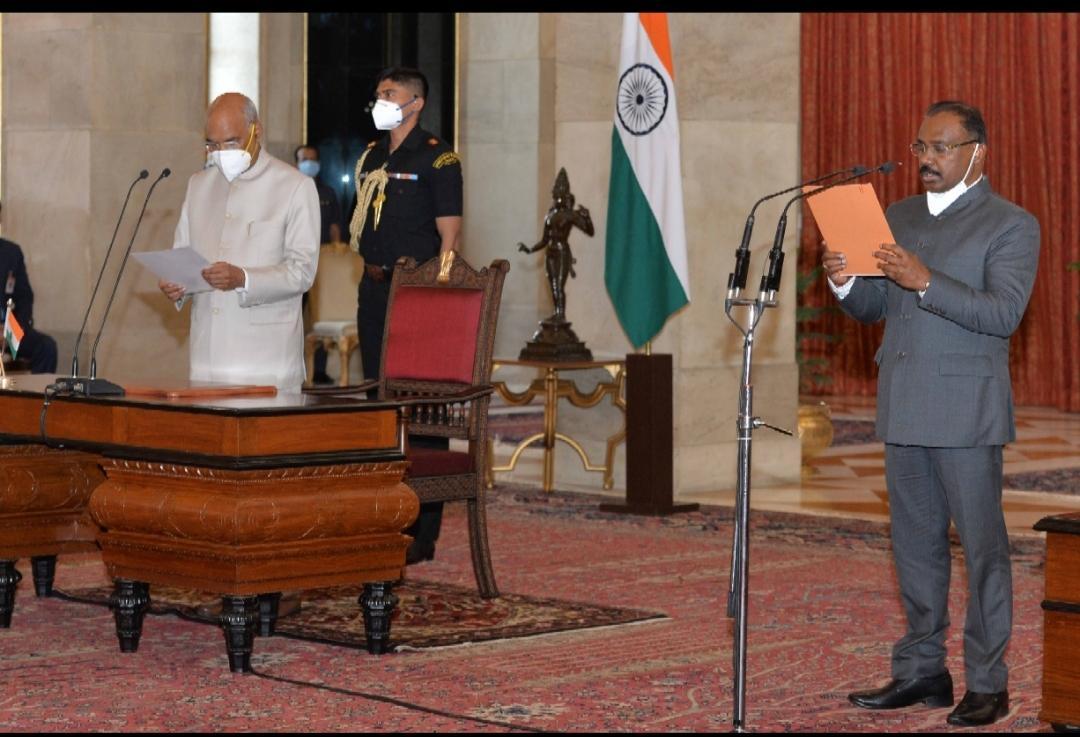 CAG GC Murmu sworn in