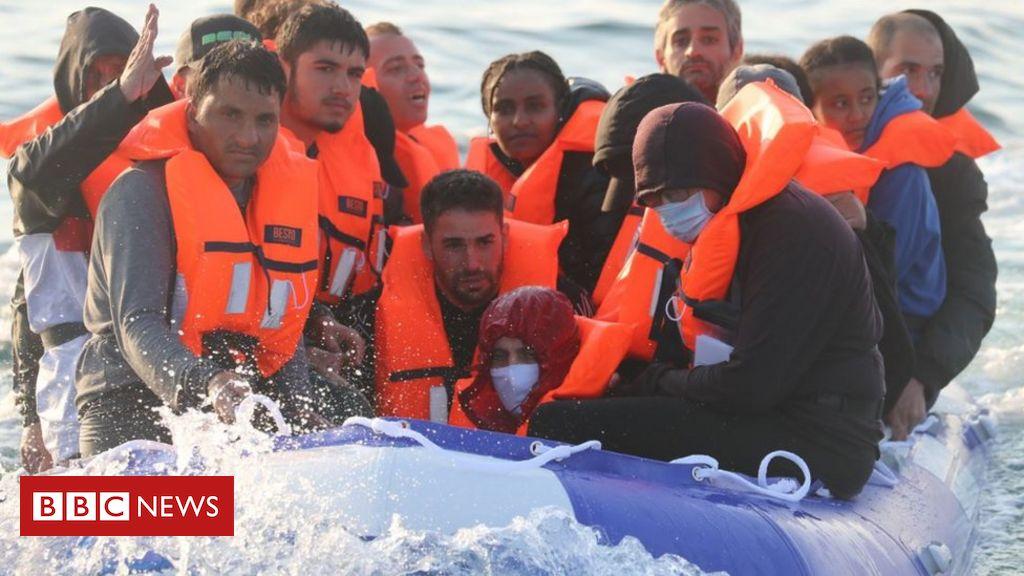 """Migrantenübergänge: Einsatz von Marineschiffen, um Boote """"gefährlich"""" zu stoppen"""