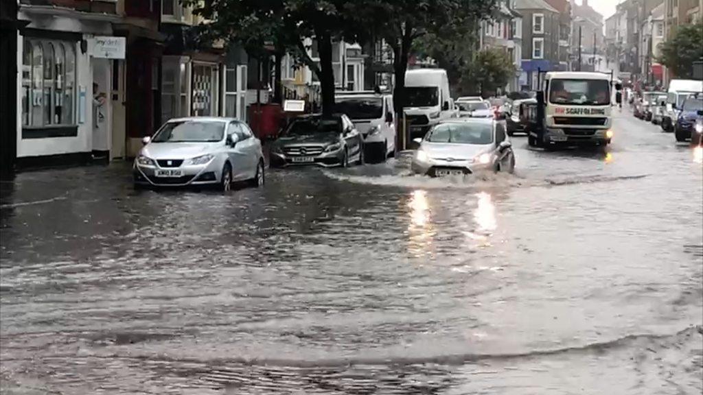 Gewitter in Wales bringen Stromausfälle und Sturzfluten