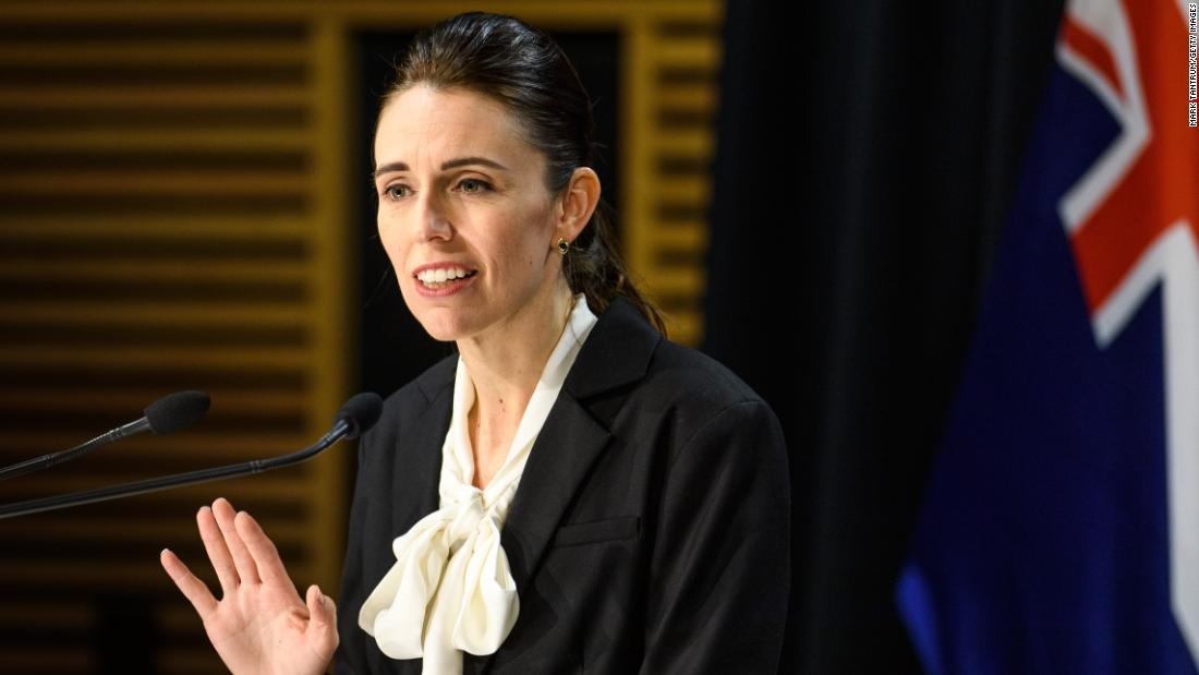 Neuseeland verhängt eine 12-tägige Sperrung in Auckland, da es gegen den erneuten Ausbruch von Covid-19 kämpft