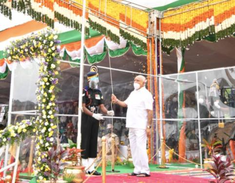 Karnataka CM unfurls tri-colour flag on independence day