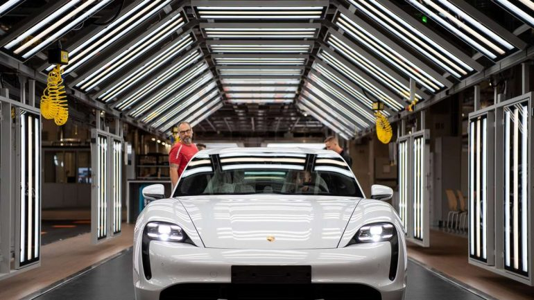 """Porsche Taycan. Tesla-Fahrer lachen jetzt über das Update von Sportwagen. """"Es ist der Witz des Tages"""""""