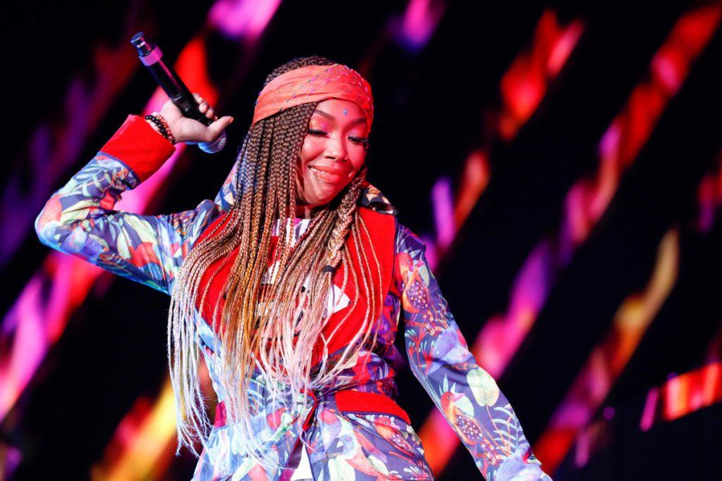 Brandy lässt eine Dosis schwülen R & B auf der Comeback-LP 'B7' fallen.