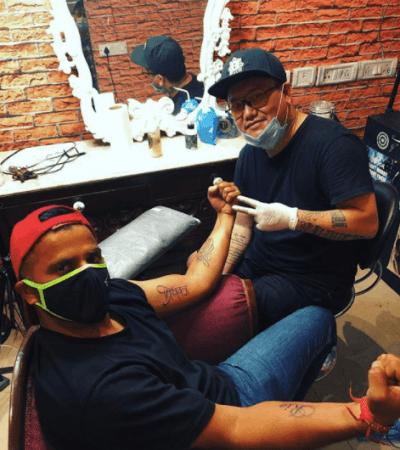 Suresh Raina bekommt ein Tattoo