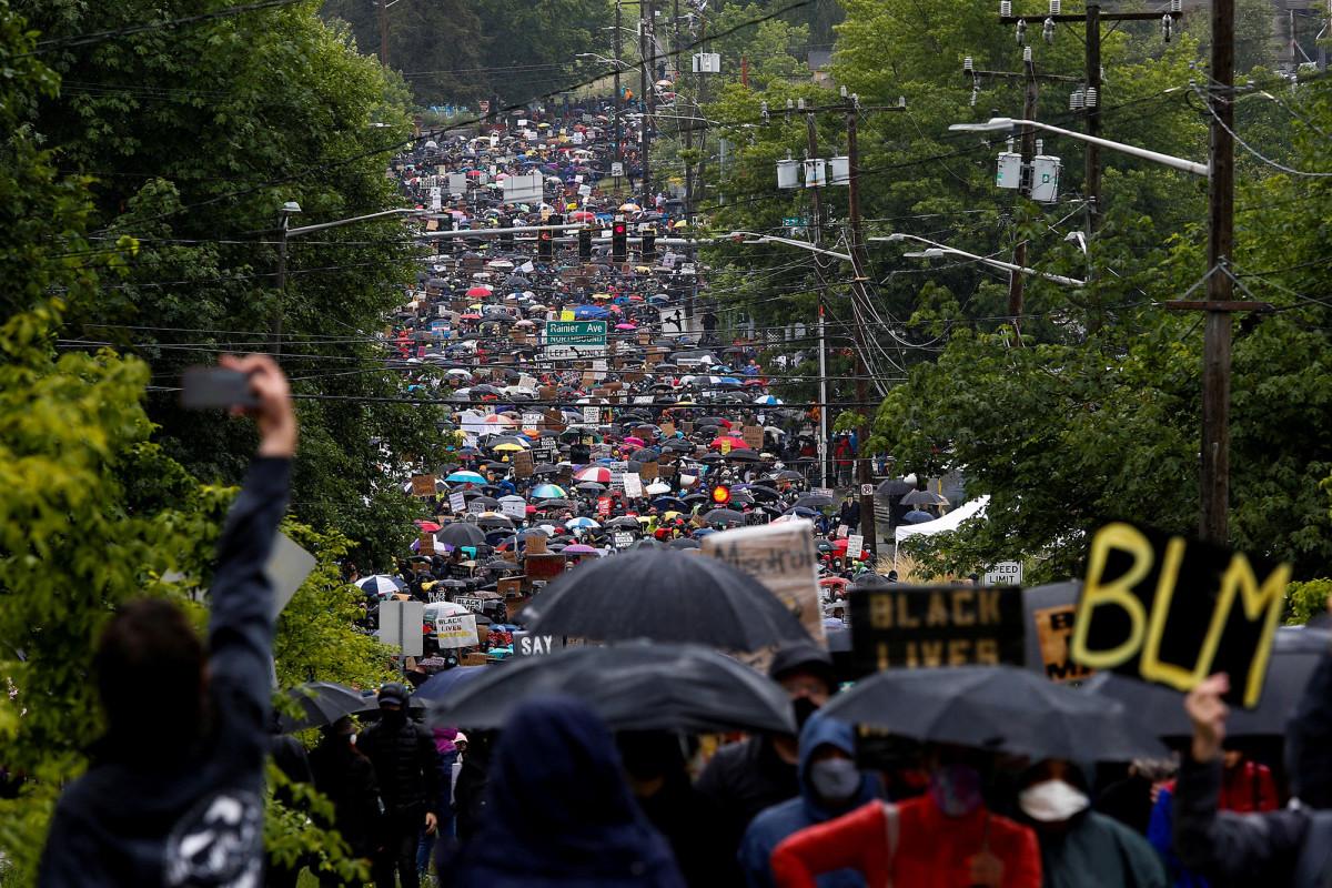 """Die BLM-Demonstranten in Seattle fordern, dass weiße Menschen """"ihre Häuser aufgeben""""."""