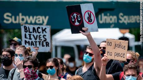 Demonstranten besetzen am 6. Juni 2020 den Union Square in New York City.