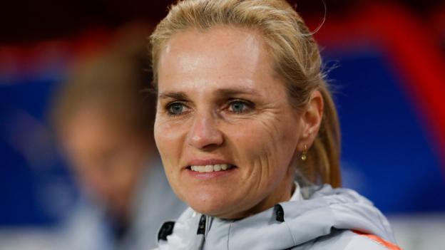 Engländerinnen: Die niederländische Chefin Sarina Wiegman wird als Nachfolgerin von Phil Neville bevorzugt