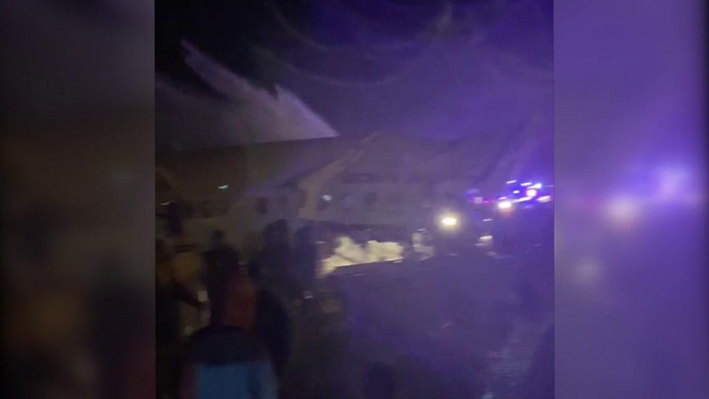 Flugzeugabsturz in Kerala: Das Flugzeug von Air India zerfällt auf der Landebahn von Calicut