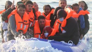 Migranten im Boot im Ärmelkanal